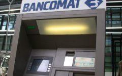 Banche: il 95% dei clienti si servono degli sportelli automatici e internet banking