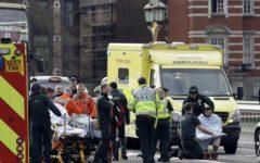 Londra: attacco a Westminster, uomo cerca di entrare in Parlamento e viene ucciso dalla polizia (video)
