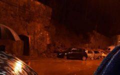 Poggio a Caiano (Prato), maltempo: crolla il muro della villa medicea, danni alle auto