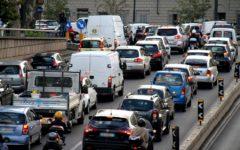 Firenze, caos traffico: migliaia di auto bloccate nel ritorno a casa. Il nodo alla Stazione. Tassisti disperati