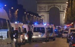 Parigi: spari sugli Champs Elysées, morto un poliziotto e l'assalitore. Ipotesi terrorismo (foto,video)