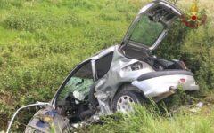 Pisa: muore il padre, grave il figlio nell'auto che si ribalta a Montopoli dopo uno scontro