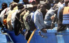 Migranti: i trafficanti finanziano alcune Ong, lo denuncia il procuratore di Catania