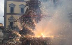 Firenze, Scoppio del Carro 2017: Colombina perfetta. Sospiro di sollievo della vicesindaca e del cardinale Betori (Video)