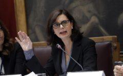 Roma: Laura Boldrini difende anche i rom, la Presidenta si lancia a tutto campo a favore di alcune minoranze, non troppo gradite alla popola...
