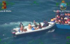 Catania, migranti: fermati due libici, presunti scafisti, giunti con nave Phoenix della Ong Moas. Indagati dalla Dda di Catania