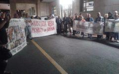 Vareggio: nuova protesta dei familiari delle vittime della strage contro la liquidazione di Moretti