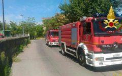 Santa Croce sull'Arno (Pisa): incendio, paura per le concerie. Treni: stop di mezz'ora. A fuoco 4 ettari di sterpaglie