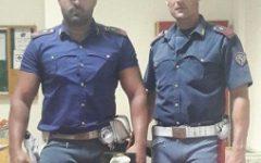 Arezzo: trasporta droga, ma si guasta l'auto. Soccorso e arrestato dalla Polizia stradale