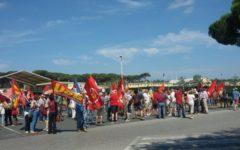Pisa: protesta a Camp Darby di pacifisti e sinistra di base. No alla nuova linea ferroviaria