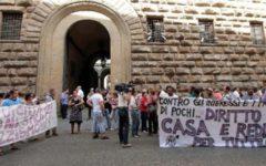 Firenze: accoglienza sfrattati sospesa dal comune, protesta dei movimenti