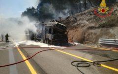 Autostrada A1: chiusa Panoramica (direzione Bologna) fra Variante di valico e Aglio per bisarca in fiamme