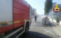 Firenze: piromane incendia cassonetti e scooter in zona Isolotto