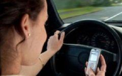 Sicurezza stradale: sospensione immediata della patente per chi telefona alla guida