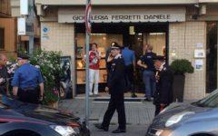 Pisa, rapinatore ucciso in gioielleria: fermati tre complici