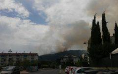 Prato: incendio sulle colline. Paura fra gli abitanti