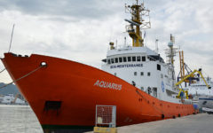 Migranti: arriva ad Augusta Aquarius, nave Onlus con a bordo oltre 450 salvati nei giorni scorsi