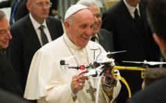 Vaticano: drone sospetto volteggia sulla testa di papa Francesco, falso allarme