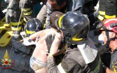 Regione Toscana: gonfalone d'argento ai due vigili del fuoco che hanno salvato i fratellini a Ischia