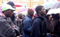Migranti: 13 denunciati per false attestazioni, dopo controlli della Polizia