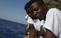 Migranti: l'Italia non fa accordi con chi gestisce il traffico. Replica inchiesta Associated Press