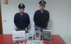 Arezzo: truffatori acquistano merce con documenti falsi. Arrestati dalla polstrada