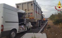 Grosseto: muore nel furgone che tampona un camion per la raccolta dei rifiuti urbani