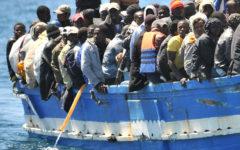 Migranti: diminuiscono gli arrivi in Europa dalla Libia, ma aumentano quelli attraverso altre rotte