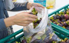 Buste della spesa: dal 1 gennaio 2018 si pagheranno (almeno 2 cent.) anche quelle per raccogliere frutta e verdura