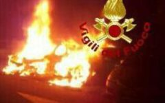 Pisa: due auto distrutte dal fuoco nel parcheggio presso l'aeroporto
