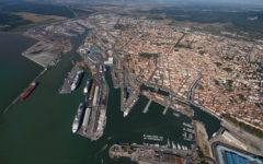 Livorno, maltempo: sospeso traffico marittimo per il forte vento. Stop al traffico sul lungomare