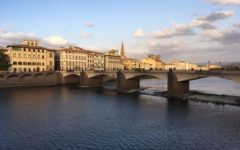 Firenze, 22enne si tuffa in Arno: «Volevo fare un bagno»