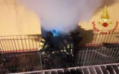 Firenze, incendio in una casa: famiglia con un disabile salvata a Campi Bisenzio
