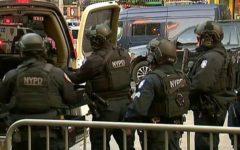 New York: esplosione vicino a Times Square, alla stazione degli autobus, quattro feriti. Fermato l'attentatore
