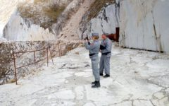 Massa: sequestro di cava sulle Apuane disposto dalla procura. Mancavano autorizzazioni