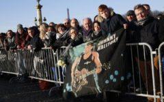 Parigi: funerali di Johnny Hallyday, decine di migliaia di persone col presidente Macron