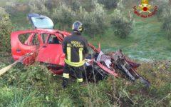 Pisa: morto a 22 anni in auto contro bus a Montescudaio (Foto)