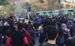 Iran: tre morti durante le proteste popolari, la polizia spara sulla folla