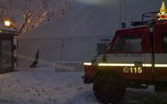 Neve sul Monte Amiata: auto bloccate. Crolla tendone pista ghiaccio ad Arcidosso (Foto)