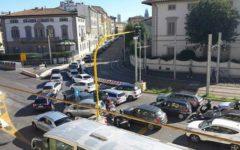 Firenze: alla Stazione altra giornata di traffico caos. Bus guasto, tombino sprofondato