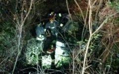 Cortona (Ar): 84enne finisce fuori strada con la sua auto e muore. Il corpo recuperato dai vigili del fuoco