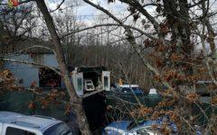 Massa: trentenne gestiva officina abusiva nei boschi, denunciato dalla Polstrada