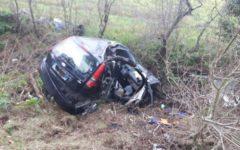 Pisa: muore donna nello scontro fra due auto, marito ferito. Ricoverato in gravi condizioni