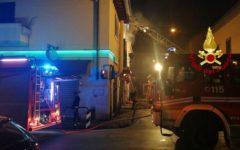 Prato: incendio in appartamento, tre feriti di cui uno grave