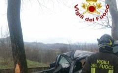 Borgo San Lorenzo (Fi): 53enne muore nell'auto schiantatasi contro un albero