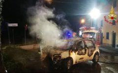 Pisa: 70enne muore nell'urto della sua auto, incendiata,  contro un albero