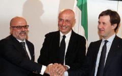 Firenze, patto sicurezza: Minniti garantisce un rafforzamento significativo delle Forze dell'ordine. Già domani 13 equipaggi in più