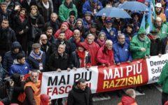 Manifestazioni antifasciste: tensioni e cariche a Milano, corteo partecipato a Roma, in piazza molti membri del Governo