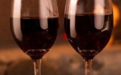 Salute: bere due bicchieri di vino al giorno ripulisce la mente e riduce rischi di malattie cardiovascolari
