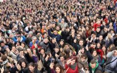 Pisa: 100 giorni dalla maturità, migliaia di giovani in Piazza dei miracoli